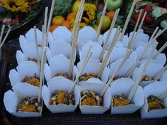 to-go boxes and chopsticks Catering Food Displays, Lunch Catering, Catering Ideas, Fruit Displays, Bar Catering, Catering Business, Party Food Bars, Bar Food, Gourmet Recipes