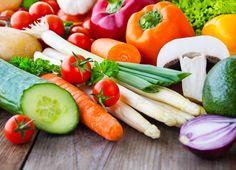 """Feijão, lentilha, ovo, leite, frutas (muitas frutas), arroz integral, atum, frango, legumes e vegetais fazem parte da seleta lista de alimentos, considerados, fundamentais durante a infância. Ajudam, entre outras coisas, na formação das unhas, cabelos, músculos, pele e até mesmo na cicatrização dos inesperados machucados que, de forma ou de outra, acontecerão. Alimentação saudável virou...<br /><a class=""""more-link""""…"""