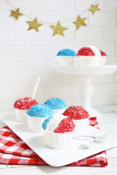 Have to make these! Snow Cone cupcakes (click for tutorial)
