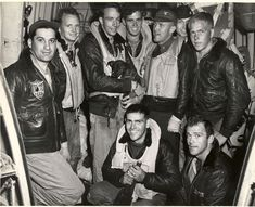 Eight naval airmen and their dog Turbo are rescued after their plane crashed in the Pacific by US Coast Guard Air-Sea Rescue out of San Diego. 1950s Jacket Mens, Cargo Jacket Mens, Grey Bomber Jacket, Green Cargo Jacket, Great Mens Fashion, Men's Fashion, Khaki Parka, G 1, Man Set
