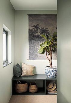 Denne farve skal du male dine vægge i 2019 Diy Bedroom Decor, Living Room Decor, Diy Home Decor, Minimalist Home Interior, Home Interior Design, Decoration Entree, My New Room, Wall Colors, Entryway Bench
