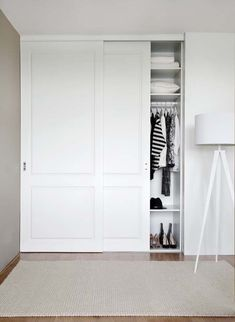 55 Trendy Bedroom Wardrobe White Sliding Doors – home/decor – Wardrobe 2020 Sliding Door Wardrobe Designs, Sliding Closet Doors, Closet Designs, Built In Wardrobe Doors, White Sliding Wardrobe, Built In Wardrobe Designs, Sliding Cupboard, Cupboard Doors, Bedroom Cupboards