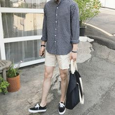 Korean Fashion Trends you can Steal – Designer Fashion Tips Korean Fashion Summer, Korean Fashion Trends, Korean Street Fashion, Stylish Men, Men Casual, Korea Street Style, Outfits Hombre, Streetwear, Moda Vintage
