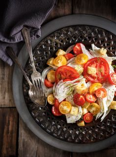 Recette de Ricardo de salade de tomate, de fenouil et de croûtons