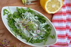 Dressing de iaurt cu usturoi și lămâie - rețeta de sos pentru salată verde, rucola sau valerianella | Savori Urbane Tzatziki, Cabbage, Vegetables, Cooking Ideas, Food, Green, Kitchens, Meal, Veggies