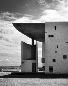 Le Corbusier, The Chapel of Notre Dame du Haut, Ronchamp (by Burçin Yildirim) Architecture Bauhaus, Le Corbusier Architecture, Landscape Architecture Drawing, Chinese Architecture, Modern Architecture House, Futuristic Architecture, Modern Houses, Casa Le Corbusier, Ronchamp Le Corbusier