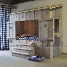 Extraordinaire lit cabane ALPAGE de DUTCHWOOD  réalisé avec du bois récupéré