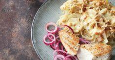Här har vi bytt ut den klassiska potatisgratängen mot en krämig och smakrik vitkålsgratäng. SmartPoints per portion: 4