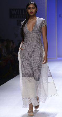 Ivory and grey bandhani silk tunic by RAHUL MISHRA. http://www.perniaspopupshop.com/wills-fashion-week/rahul-mishra #fashionweek #willslifestyleindiafashionweek
