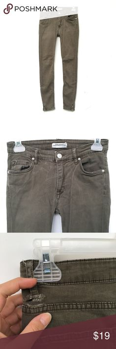 Zara Olive Green Skinny Jeans Dark olive jeans from Zara. Very stretchy and comfortable material. Belt loops on the back has rips, which is reflected in the price. Otherwise, no flaws. Zippers at the bottom of each pant leg. Zara Jeans Skinny