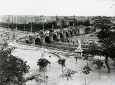 Clic para cerrar, clic + arrastrar para mover. Old Pictures, Old Photos, Foto Madrid, Paris Skyline, Travel, Outdoor, San Bernardo, Nostalgia, Photograph Album