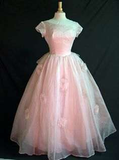 Wow! 1950's gorgeous! Can you imagine how pretty the girl that got to wear this felt?