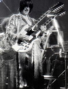 Todd Rundgren performing with Todd Rundgren's Utopia in 1975 (presumably); Music Icon, Pop Music, Live Music, Famous Guitars, Rare Guitars, Classic Blues, Classic Rock, Todd Rundgren, Best Guitarist