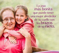 Proverbios 17:6 Corona de los viejos son los nietos, Y la honra de los hijos, sus padres. (✿◠‿◠)