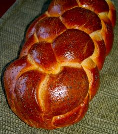 Going to try the GF version this week! I love making Challah and it's what I miss the most since going GF. Challah Bread - Traditional and Gluten-Free Versions for Festive Friday! - The Heritage Cook ® Gluten Free Baking, Gluten Free Recipes, Bread Recipes, Gf Recipes, Gluten Free Challah Bread Recipe, Sans Gluten Sans Lactose, Jewish Recipes, Dry Yeast, Baking Pans