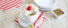 One person desserts. Did you know you can make a dessert with a few tablespoons of your favorite Betty Crocker cake mix? Try for yourself with these easy recipes that let you indulge without going overboard. Mug Recipes, Cake Recipes, Dessert Recipes, Pastries Recipes, Pork Recipes, Brunch Recipes, Chicken Recipes, Snack Recipes, Healthy Recipes