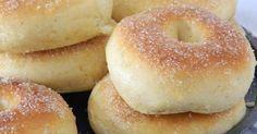 Puedes pecar con menos remordimiento a la hora de comer donuts o donas si los cocinas en el horno, como nos recomiendan desde el blog RECETAS ABC. Donut Recipes, Brunch Recipes, Bread Recipes, Sweet Recipes, Cooking Recipes, Tapas, Delicious Desserts, Yummy Food, Pan Dulce