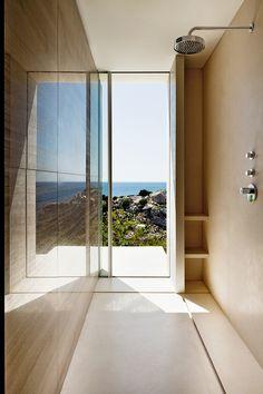 Une maison posee sur un rocher : Ibiza, Isla Blanca, salle de bain, maison.