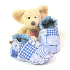 Baby slippers baby shoes, made of blue cotton fabric size 3 to 6 months by Tricotmuse - pinned by pin4etsy.com
