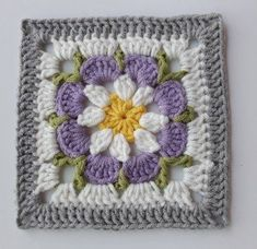How to Crochet a Solid Granny Square Crochet Square Blanket, Crochet Squares Afghan, Crochet Motifs, Crochet Blocks, Granny Square Crochet Pattern, Crochet Flower Patterns, Crochet Blanket Patterns, Crochet Flowers, Knitting Patterns