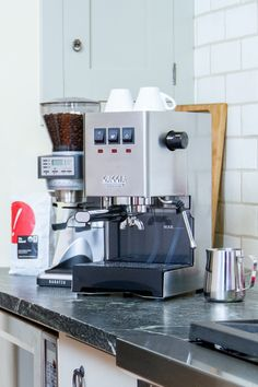 Espresso Machine Cleaner, Home Espresso Machine, Automatic Espresso Machine, Best Espresso, Espresso Coffee, Bakery Shop Interior, Coffee Shop Aesthetic, Coffee Stands, Food Trailer