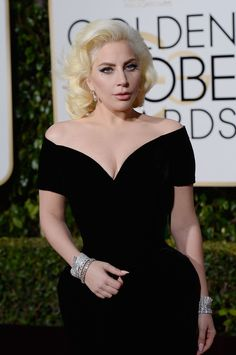 Lady Gaga Is An Actual Hourglass At The Golden Globes