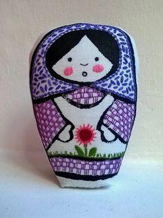Violeta Mora matrioska de tela impresa a mano y por Gineceo