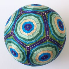 Temari-Balls Not quite a needle art this ancient art/craft involves artistically winding yarn/thread around a round base. Temari Patterns, Yarn Thread, Thread Art, True Art, Ancient Art, Japanese Art, Art Forms, New Art, Folk Art
