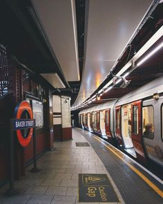 Baker Street Underground in London London Photography, Urban Photography, London Fotografie, Big Ben, U Bahn, London Calling, Baker Street, Travel Aesthetic, London Travel