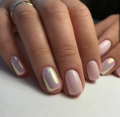 Nail art is a very popular trend these days and every woman you meet seems to have beautiful nails. It used to be that women would just go get a manicure or pedicure to get their nails trimmed and shaped with just a few coats of plain nail polish. Fancy Nails, Trendy Nails, Classy Nails, Fancy Nail Art, Elegant Nail Art, Crome Nails, Gold Nail Designs, Chrome Nails Designs, Accent Nail Designs