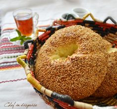 Ka3ek bel semsem or sesame bread is a traditional bread popular in the Levant countries (Palestine, Jordan, Syria, Lebanon).Manystart their day buying one of these frombakeries or cartsselling...