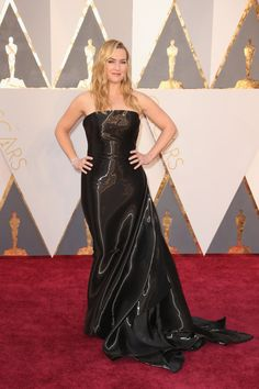 Thought this was a simple, black strapless dress, but then she moved and it looked like metallic liquid. Very cool! Kate Winslet, Oscars 2016.