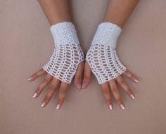 Paarhandschuhe - wedding glove, Hand Crochet White Lace Gloves, - ein Designerstück von bridal-2 bei DaWanda