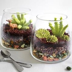 Yes, it's true. This visually stunning faux-terrarium is made entirely of candy! Follow the link in bio for the step-by-step instructions from @sprinklebakes.