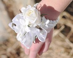 flower on hand for bridesmaids - Hledat Googlem