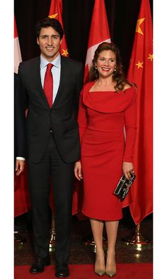In celebration of the premier of China's visit to Canada, Sophie dazzled in a crimson off-the-shoulder dress from Tracy Moore's collaboration with Freda's.  <br><p>Photo: © Getty Images</p>