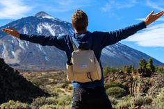 5 pockets, very practical hemp/cotton backpack that is comfortable to wear and looks nice. Always know where your keys, USB drive and cellphone are. Desert Climate, Water Bottle Holders, Backpack For Teens, Kangaroo Pouch, Usb Drive, Day Hike, Everyday Bag, Cool Logo, Travel Backpack