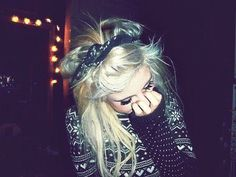 i wonder how her hair turns out pretty like that when mine turns out all uglyiee :c