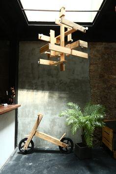 En el Hotel Casa Nuratti, Casco Viejo, el paletes es protagonista de la decoración. Mesas, sillas, roperos y hasta lámparas y juguetes.