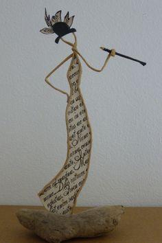 Les années folles, femme à la cigarette - figurine en ficelle et papier