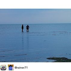 #Repost: 3000 pics on Instagram - my favourite photos: Searching shells on the beach