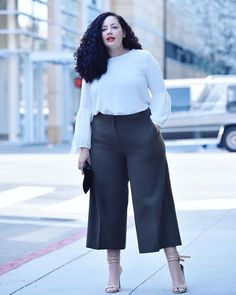On Instagram: Happy Wednesday all! I wanted to try something different and share my answer to a question I got via DM! Here's Claudia's Q: I'm a size 20 with a similar shape to yours, smaller waist and wide hips. I need pants for work, but I already... Plus Size Tips, Look Plus Size, Plus Size Jeans, Plus Size Model, Plus Size Work, Curvy Fashion, Look Fashion, Fashion Outfits, Plus Fashion
