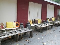 table home made from pallets. Hay Bale Seating, Hay Bales, Pallet Ideas, Pallets, Fall Wedding, Snug, Wedding Hairstyles, Wedding Venues, Wedding Inspiration