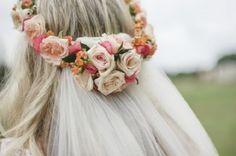 As 40 coroas de flores mais lindas para uma noiva elegante e fashionista