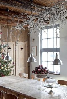 Beautiful hanging decorating branch. I also like the simple centerpiece of pine cones and fruit.
