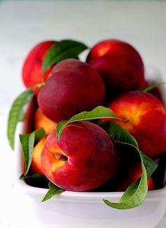 Nektarine / Nectarines + Obst - Früchte / Fruit
