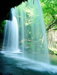 Nabegataki Falls, Kumamoto, Japan 鍋ケ滝 熊本
