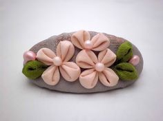 Soft pink cute flowers kanzashi inspired on French by JagataraArt #craftshout #frenchbarrette #hairclip #tsumamikanzashi #giftideas