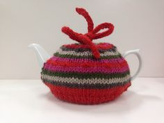 Love tea? Keep it cosy with these adorable FREE tea cosy patterns! Tea pots can come in so many shapes and sizes it can be difficult to find a tea cosy that's a perfect fit, so today I'm going to show you how to make one to perfectly fit your own teapot to keep your…