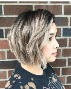 38 Most Flattering Short Hairstyles for Round Faces Chic Chin-Length Bob Hair For Round Face Shape, Short Hair Styles For Round Faces, Short Hair Styles Easy, Medium Hair Styles, Easy Hairstyles For Medium Hair, Spring Hairstyles, Cute Hairstyles For Short Hair, Hairstyles For Round Faces, 1940s Hairstyles